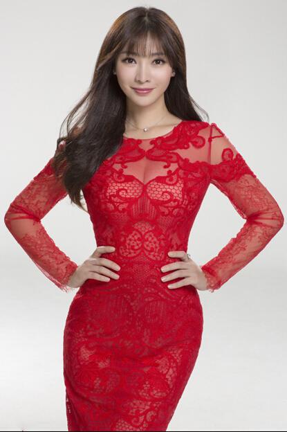柳岩穿红色蕾丝裙