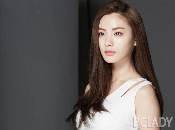 韩国女星nana夺美丽面孔之冠
